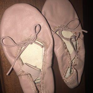 Capezio Ballet Shoes Girls Size 13.5 E